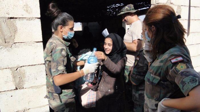 تصویر: کمک ارتش لبنان به غیرنظامیان منطقه عرسال